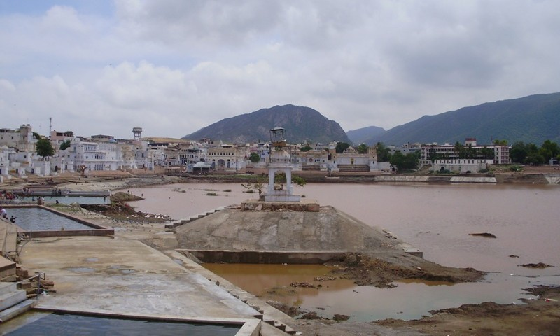 Ghats around Pushkar lake