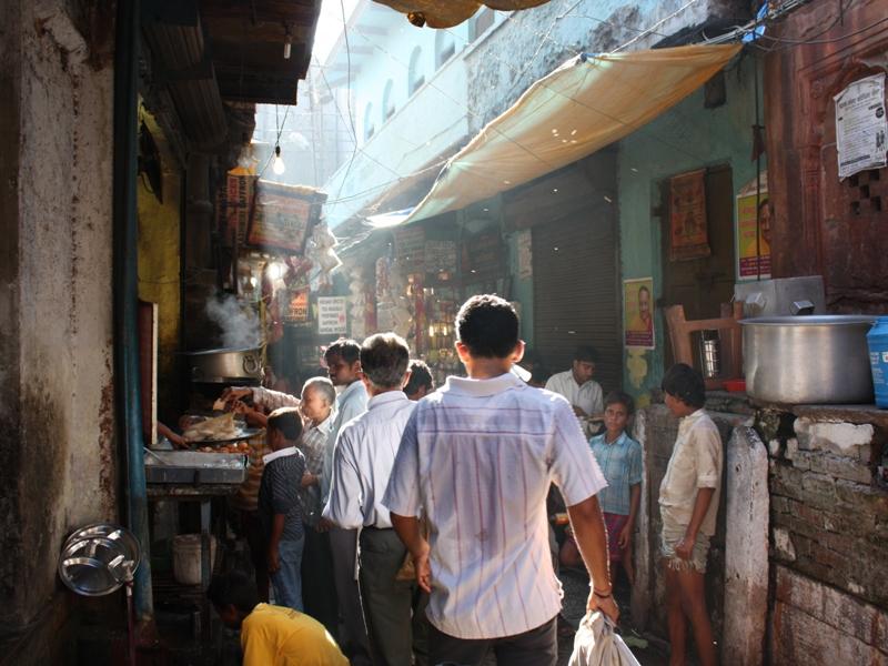 narrow streets in Varanasi