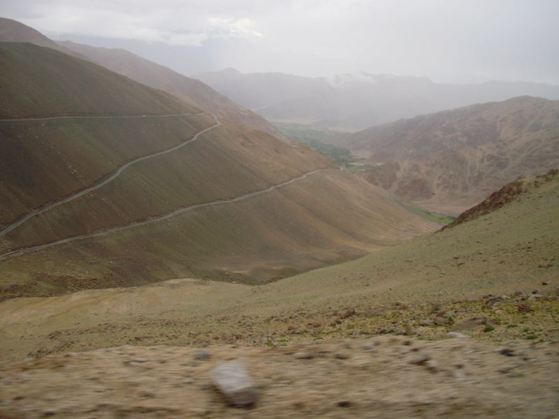 road to pangong lake