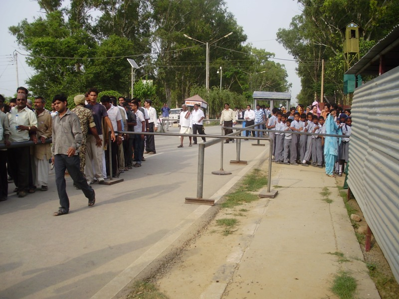 India Pakistan border crossing