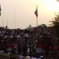 How India Pakistan border crossing ceremony look like?