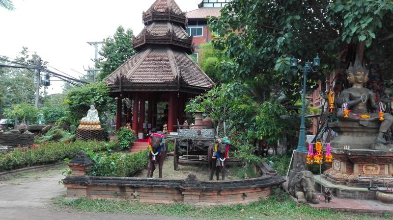 Wat Log Molee